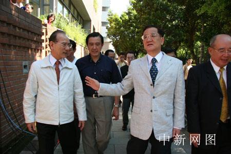 图:连战参加国民党主席选举投票