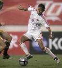 图文:中澳女足首场对抗赛 韩端带球过人