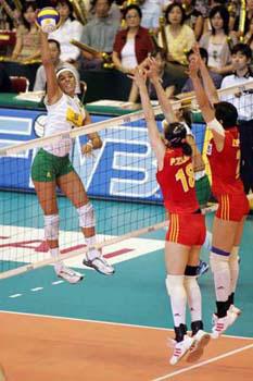 图文:世界女排大奖赛中国胜巴西 中国女排双人拦网