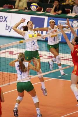图文:世界女排大奖赛中国胜巴西 巴西队网前强攻