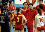 图文:中国女排轻取巴西队 陈忠和布置战术