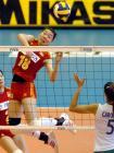 图文:中国女排轻取巴西队 张萍在比赛中快攻