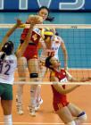 图文:中国女排轻取巴西队 刘亚男在比赛中快攻