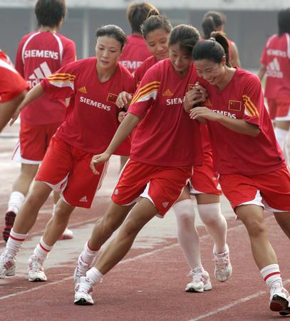 图文:中国女足备战中澳对抗赛第二场比赛