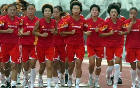 图文:中国女足在津备战