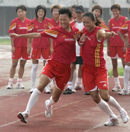 图文:中国女足备战中澳对抗赛第二场1