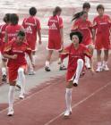 图文:中国女足备战中澳对抗赛 女足队员训练
