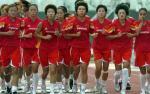 图文:中国女足在津备战 裴恩才指导队员训练