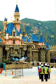 [新闻]迪斯尼乐园第一位游客忆往昔时光
