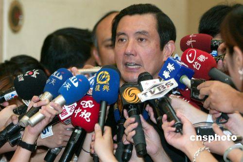 图:国民党中常会后马英九成媒体采访焦点