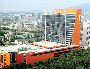 南京全民健身中心游泳馆昨天正式开馆(图)