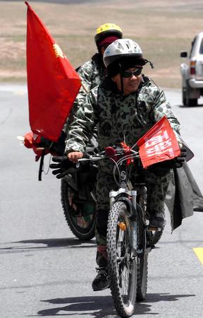 单车骑过世界屋脊 自行车运动爱好者图片