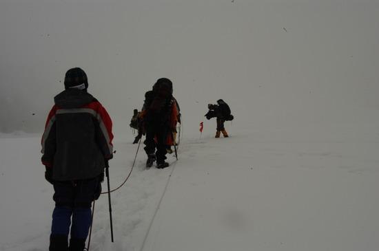 组图:A组队员冲击5800米突击营地惊喜又惊险