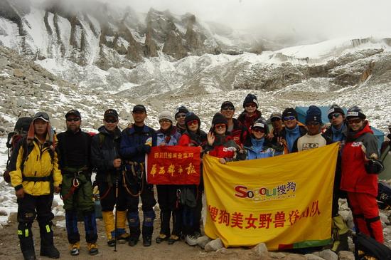 组图:A组队员冲击5800米突击营地 5300米现场