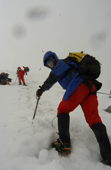 组图:A组队员冲击5800米突击营地