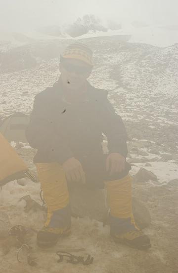 组图:A组队员冲击5800米突击营地 路途多凶险