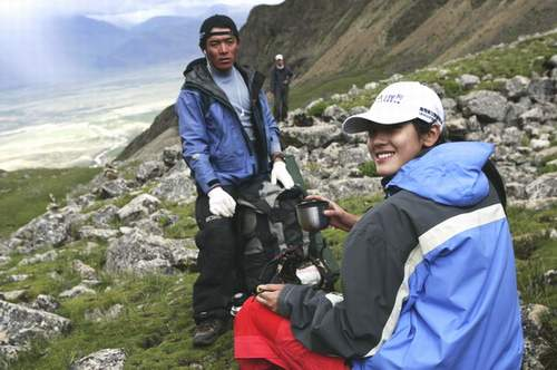 图:搜狗登山队B组出发 中国小姐杨金表现出色