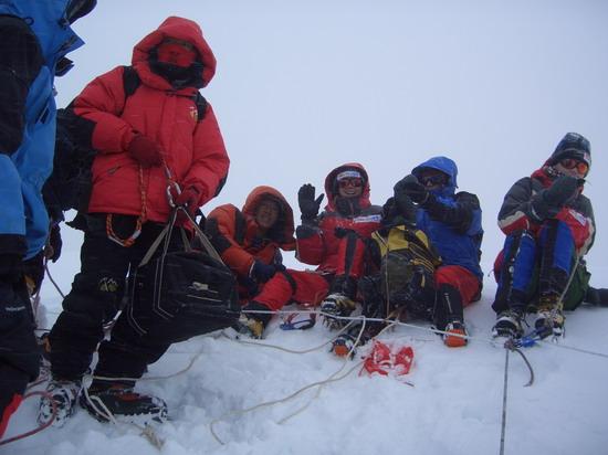 组图:A组登顶行进过程―勇敢的美女野兽们
