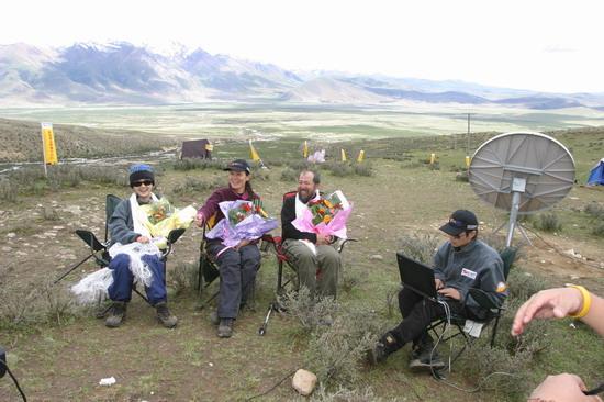 美女访谈--第一批A组登顶野兽美女在线挠cf雪山图片