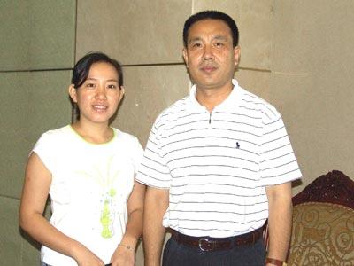 图:国家统计局城市调查司副司长孟克欣与搜狐财经编辑合影