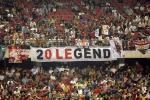 图文:曼联工体3-0胜北京现代 现场观众打出标语