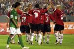 图文:曼联3-0完胜北京现代 曼联队员庆祝进球