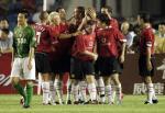 图文:曼联3-0胜北京现代 曼联队球员庆祝进球