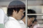 图文:曼联乘包机飞赴东京 朴智星坐在方卓旁边