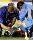 图文:比赛遭遇地震曼联输球 朴智星比赛中受伤