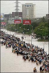 印度百年不遇暴雨夺800多人性命 还有更多雨天