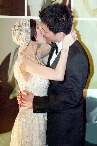 小S今日订婚 与未婚夫激情舌吻喜极而泣(图)