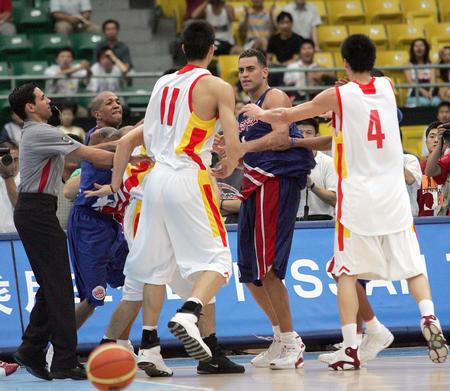 图文:男篮打架事件