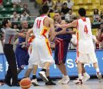 图文:男篮打架事件 双方发生正面冲突