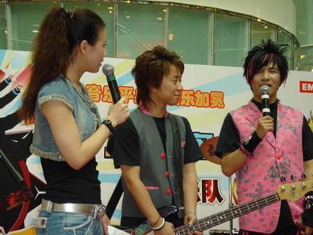 花儿乐队携新碟《花季王朝》上海举行签唱会