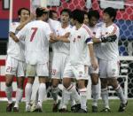 图文:中国战平韩国 中国队员庆祝