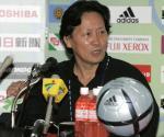 图文:中国战平韩国 男足主教练朱广沪