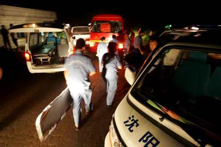 组图:西安至长春旅客列车与货车追尾 6死30伤