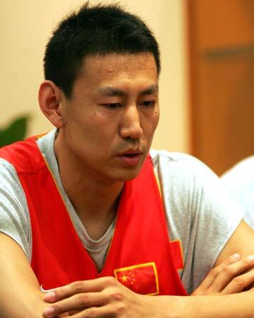 图文:篮协对打斗事件作出处理 李楠在作检查