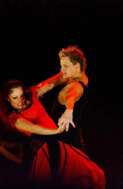 世界舞蹈巅峰盛宴<燃烧的地板>来华