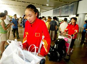 北京机场,玫瑰将队服扒下(图)