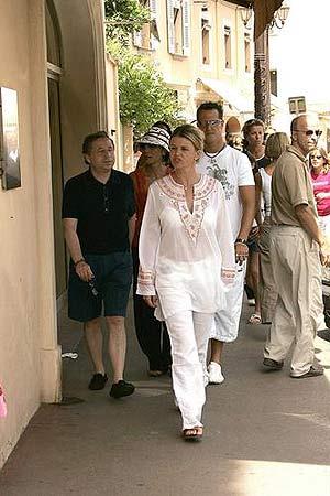 图文:舒马赫与爱妻在法国度假 托德杨紫琼作陪