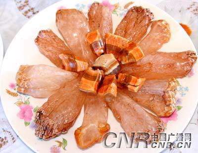 """内蒙古牧民摆""""奇石宴"""" 惟妙惟肖价值百万(图)"""