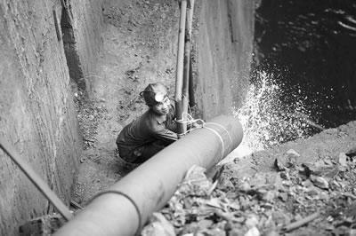 广东梅州大兴矿难井下被困矿工实为123人(组图)