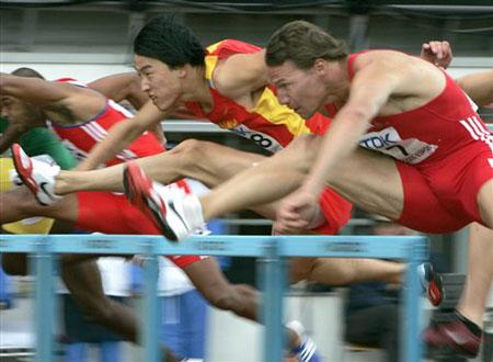 图文:刘翔小组头名晋级半决赛 飞人一路领先