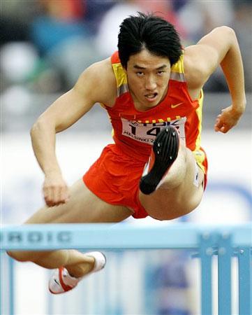 图文:刘翔小组头名晋级半决赛 飞人激情跨越