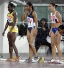 图文:世锦赛第四日 运动员们在大雨中等待起跑