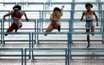 图文:世锦赛第四日 冯云的跨栏英姿