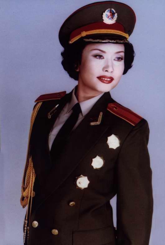 图文:《一个士兵的故事》主演―彭丽媛