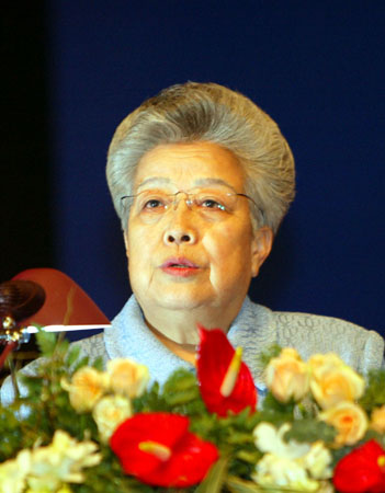 福布斯视野中的中国铁娘子吴仪:自信优雅智慧