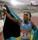 图文:女子400米威廉姆斯夺冠 冠军向观众致意